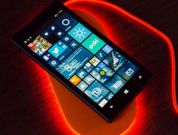 Bežični punjač Nokia DT 903 će vas oduševiti!