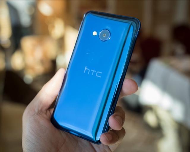 HTC je napravio stakleni telefon, srednje klase: HTC U Play! [Karakteristike] (VIDEO)