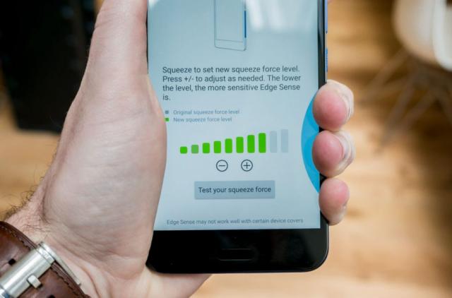 """Instalirajte """"SideSqueeze"""" i stiskom telefona pokrenite aplikaciju! (VIDEO)"""