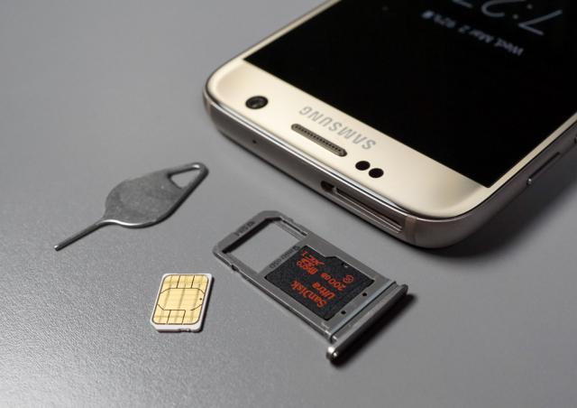 Kako koristiti MicroSD i dve SIM kartice na telefonima sa hibridnim uloškom? (VIDEO)