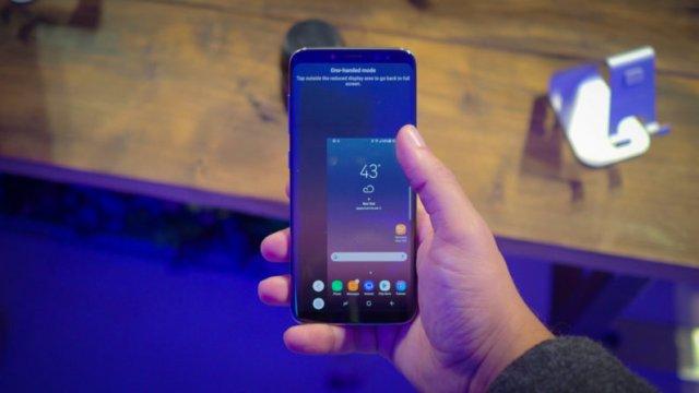 Kako koristiti velike telefone jednom rukom? (VIDEO)