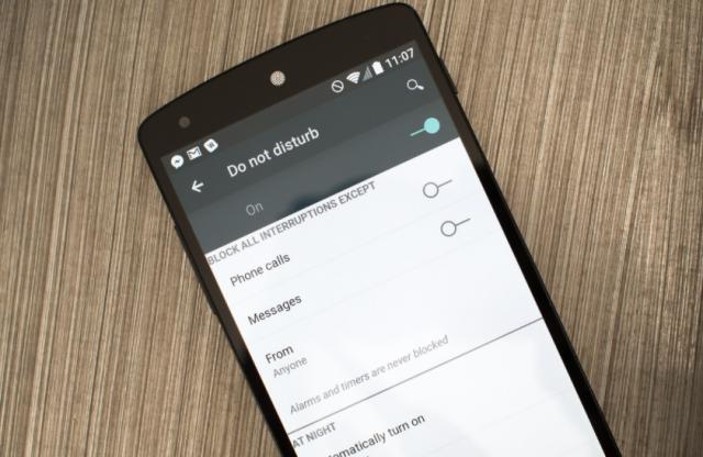 """Kako koristiti zbunjujuća """"ne uznemiravaj"""" podešavanja na Android telefonima?"""