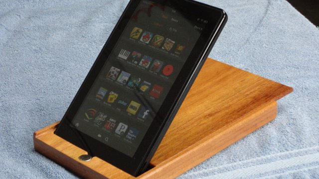Kako napraviti elegantnu drvenu futrolu i držač za tablet računar!? (VIDEO)