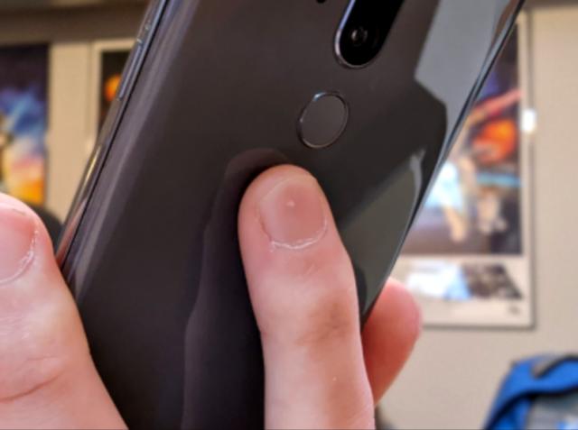 Kako napraviti snimak ekrana dodirom poleđine telefona!