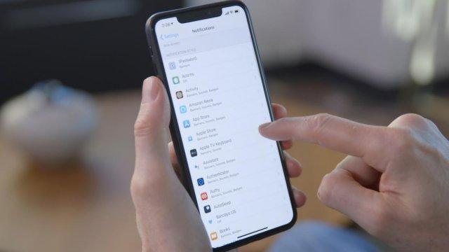 Kako videti koje aplikacije mogu da pristupe vašoj lokaciji na iPhone?