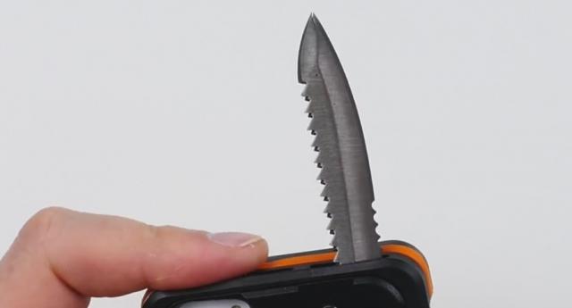 Ko kaže da telefoni ne mogu da se smrtonosno naoružaju!? (VIDEO)