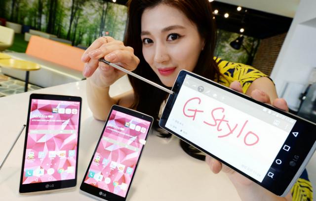 LG G Stylo je nov telefon srednje klase koji podržava MicroSD do 2 TB!