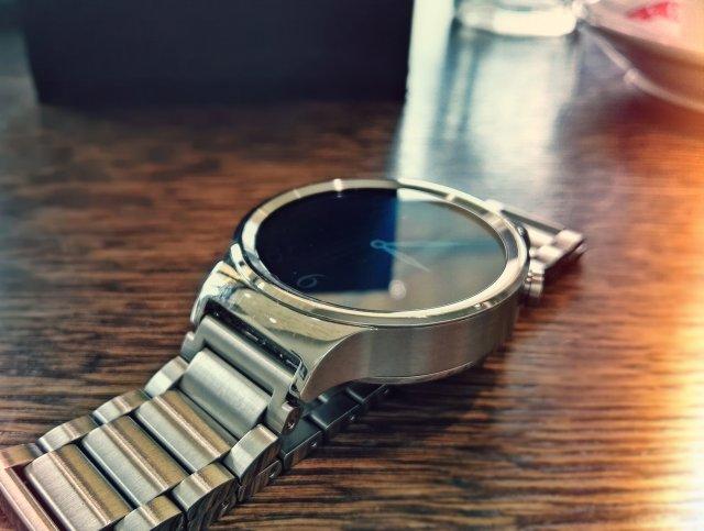 Ovo je Huawei Watch! Elegantan i moderan pametan sat sa odličnim ekranom! (VIDEO)