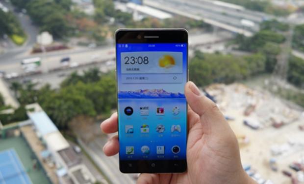 Pogledajte telefon koji nema ivice sa leve i desne strane ekrana! (VIDEO)
