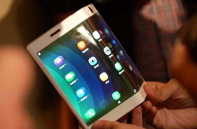 Pojavio se LG patent telefona čiji ekran može da se presavije!