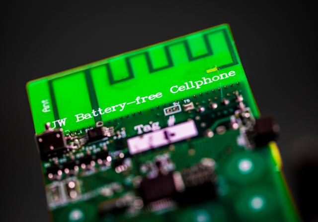 Prvi telefon koji radi bez baterije je upravo razvijen! (VIDEO)