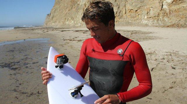 "Surfer je testirao nove iPhone 7 i iPhone 7 Plus telefone ""jahajući"" talase! (VIDEO)"